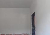 Aplicação de gesso nas paredes internas